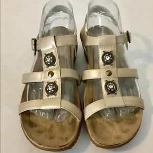 Easy Spirit Gold Leather Sandals Womens 8